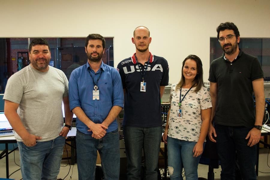 Equipe do TAF da Braskem na Fabrica de Painéis da Altus.