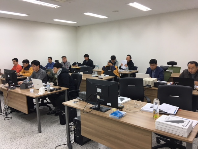 Treinamento de colaboradores e clientes da Crevis, na Coreia do Sul.