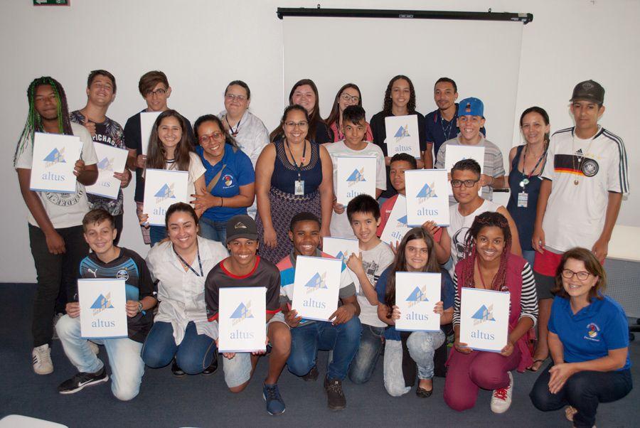 Voluntários da Altus auxiliam no desenvolvimento dos profissionais do futuro