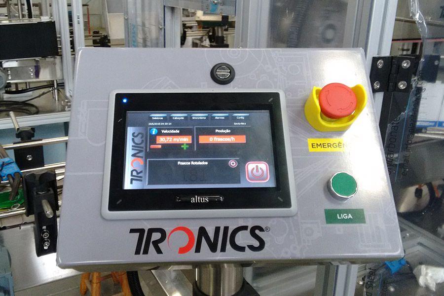Novas rotuladoras da Tronics operam com tecnologia e engenharia Altus