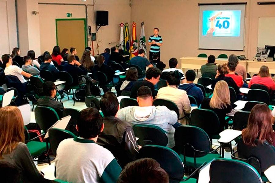 Colaboradores da Altus ministram cursos e palestras em diferentes cidades